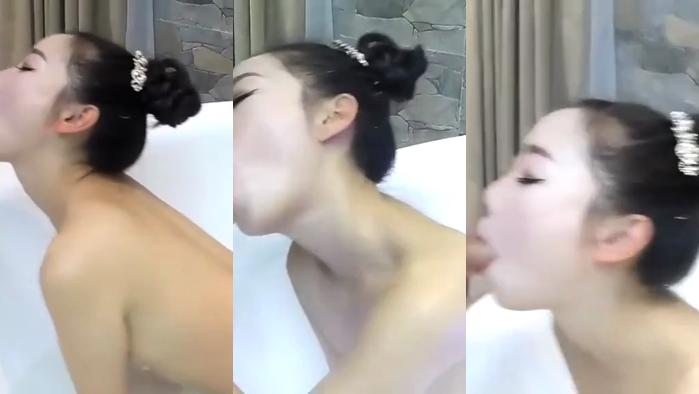 【国产馆】鸡年国外视频网站非常火的华裔淫骚美眉按摩浴缸给大洋屌草白虎逼逼流白浆